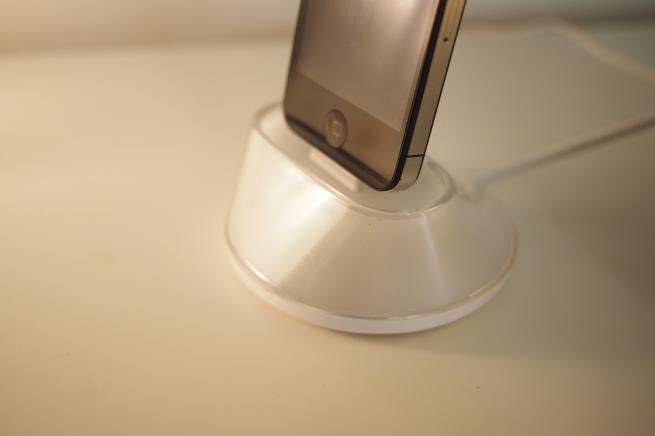 iPhone-jalusta on nätti, mutta vähän hankala
