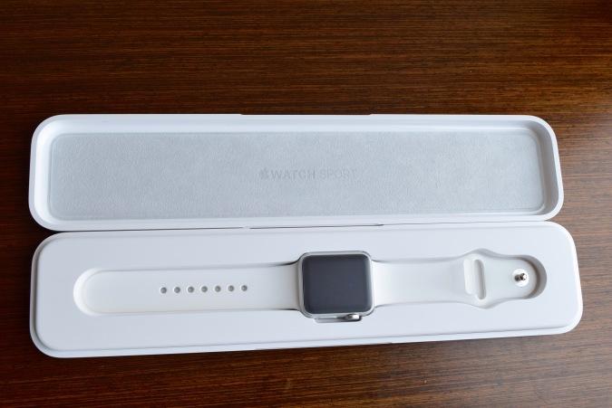 Apple Watch Sport toimitetaan halvan näköisessä muovilaatikossa