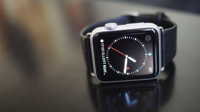 Musta ranneke toimii hyvin alumiinisen kellon kanssa